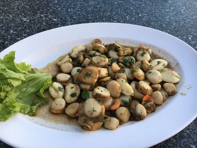 scallops fried with garlic Food Food And Drink Garlic Healthy Eating Plate Scallops Seafood Serving Size Shells Thailand