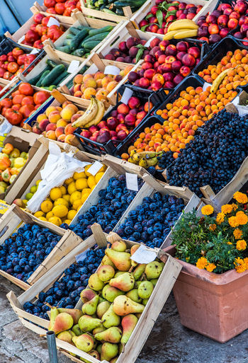 Abundance Arrangement Choice Collection Day Display Fig Food Food And Drink For Sale Freshness Fruit Healthy Eating Large Group Of Objects Market Stall Multi Colored Retail  Variation Vibrant Color