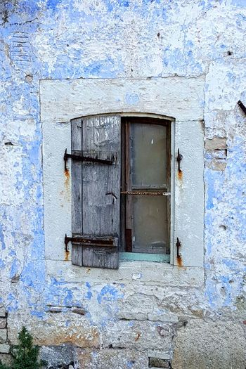 Hanging Out Taking Photos Stockphoto EyeEm Eyeem Market No People Stockphotography Outdoors Check This Out Metallic Wooden Old Window Rusty Blue Grey