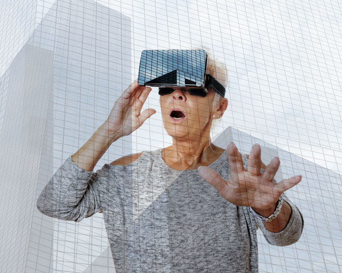 360° 3D Amazed Excited Experience Future Glasses Goggles Headset Leisure Activity Lifestyles Mature Woman Open-mouthed Person Senior Simulation Stunned Technology Video Virtual Virtual Reality Vr Woman