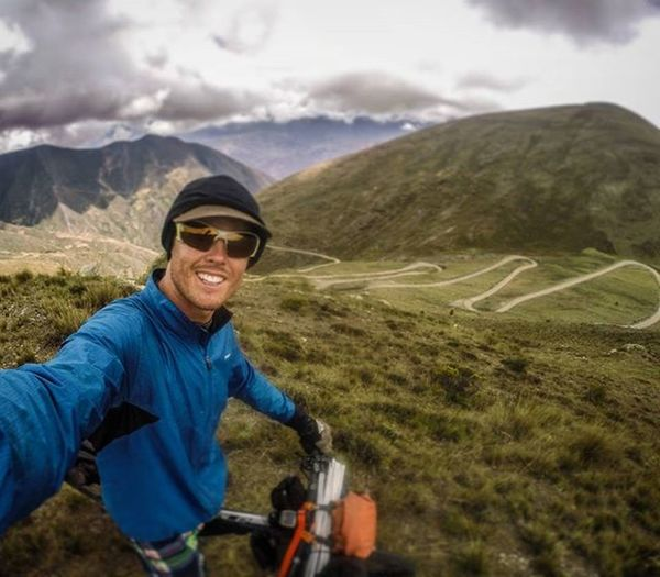 I reached 4300m by bicycle in the Peruvian andes today. We followed this simple single lane paved road from sea level desert for two days all the way to the top of the Cordillera Negra. Taken at Punto Chicarhuapunta 4314msnm Bikepacking Mtblife Mountainbike Biking Adventuremtb Gopro Goprochapin Goprohero Perubybike Peru Andes GetoutandMTB Biketouring Touring