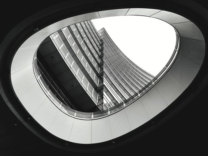 LOW ANGLE VIEW OF MODERN BUILDING IN CITY