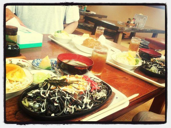 ブラック焼きそばを食べにきました(^_^)
