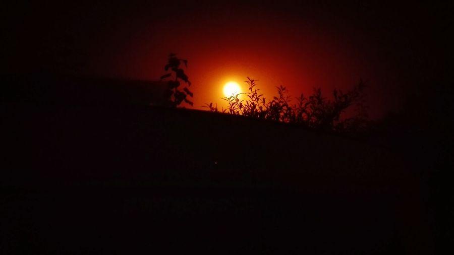 Sunrise or moonlight, I don't know ... Night Nightphotography Moon Hello World Morning Sky Moonlight ♥ Sunrise_sunsets_aroundworld Love Live Harmony