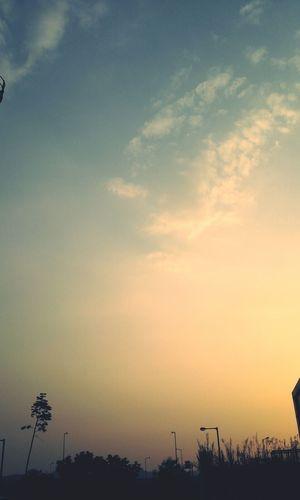 한참 편안함을 느꼇다. Lendscape Nature Cloulds And Sky