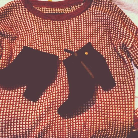 A little bit of shopping. Shopping Pull Bottes Black new shoes red white sweat teenage instacool girl happy love it