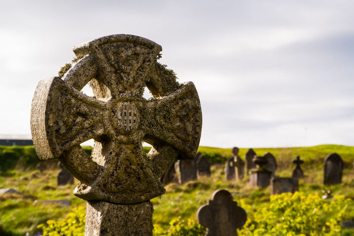 Graveyards in Cornwall. Celtic Celtic Cross Cimetary Cornwall Death Friedhof Grab Grabstein Grave Gravestone Graveyard Graveyard Beauty Keltisch No People Outdoors Spring Springtime TOD