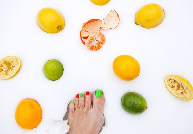 It´s Cold Outside My Legs Showcase: January Cold Days Still Life Get Inspired Getting Creative Fruit Lemon Limette Mandarine Crazy Snow Feetselfie Bare Feet Feet In Snow Colour Of Life A Bird's Eye View Mix Yourself A Good Time