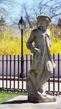Statue Forsythia Streetphotography OpenEdit Lamp Early American Old Town