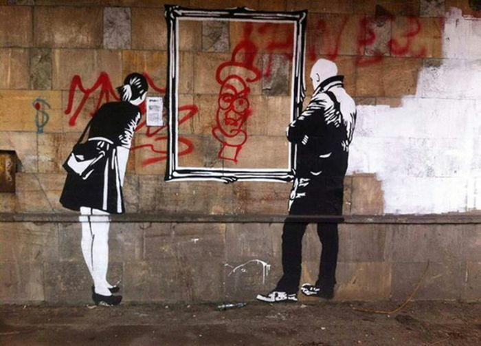 31.03.2017 📷 Graffiti Full Length People Only Men One Man Only Adult Street Art Youth Culture Indoors  Riot Young Adult City Day Conflict Adults Only One Person Men Attitude Lifestyles