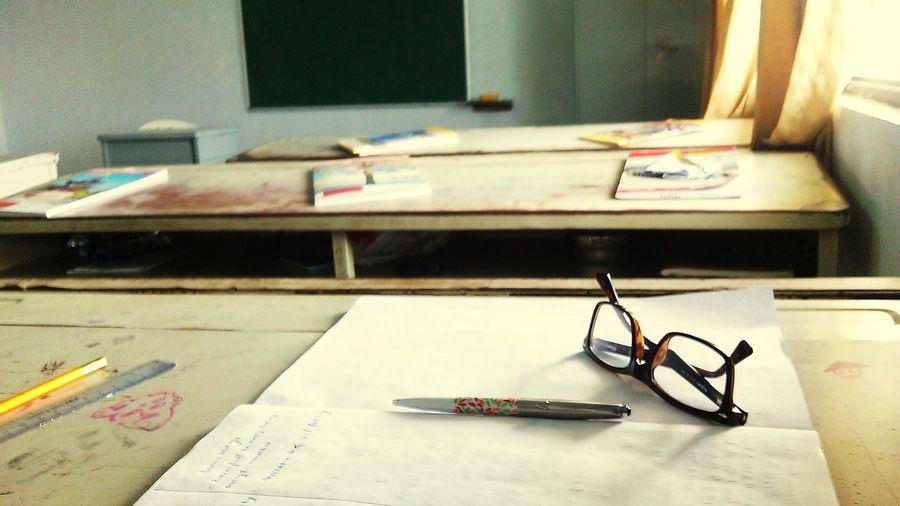 Backbench No Teacher Around Evening