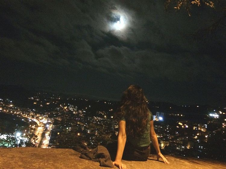 Firsteyeemphoto First Eyem Photo FirstEyeEmPic Nigthpicture City At Night Citylights✨ Darksky First Eyeem Photo Girl against the something 😂😂😌