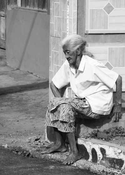 """The Old Lady.""""Take a rest before taking another step"""" Woman Old Lady People Photography Street Streetphotography Blackandwhite Bw Bwcollection Nofilter Eyeemphotography The Street Photographer - 2017 EyeEm Awards This Is Aging"""