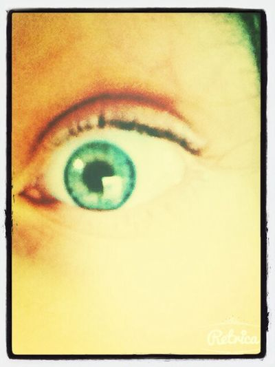 Blue eyes :p écoute On Our Way