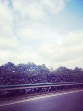 蓝天白云☁️与我相伴。