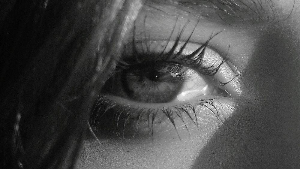 Luciernaga's film eye. Luciérnagas  Eyeemphoto Filmmaker Special Moment El Cazador De Cielos Ecdc Eye EyeEm Best Shots Woman Eye Sight Minimal Eye Close Up Art Artistic Photo Artphotography Conceptualart Mirada  Ojo Belleza Beauty In Nature Beautiful Light Black & White Black And White Black And White Collection  The Week On EyeEm