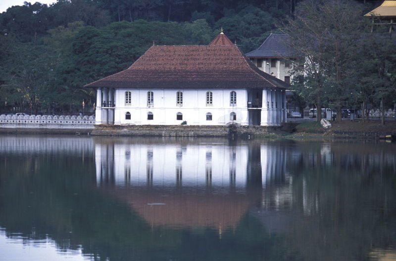Temple of the tooth by kandy lake