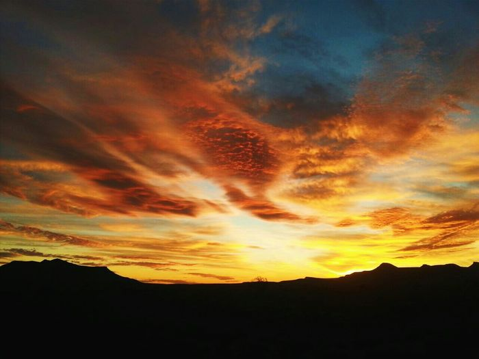 karoo sunsets First Eyeem Photo Karoo Landscape Clouds And Sky Sun Sunset #sun #clouds #skylovers #sky #nature #beautifulinnature #naturalbeauty #photography #landscape Karoospaces Farm Mountains And Sky