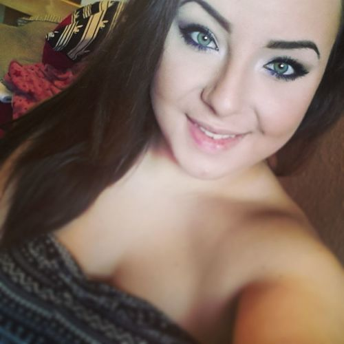 Selfie Time Green Eyes Smile Beauty