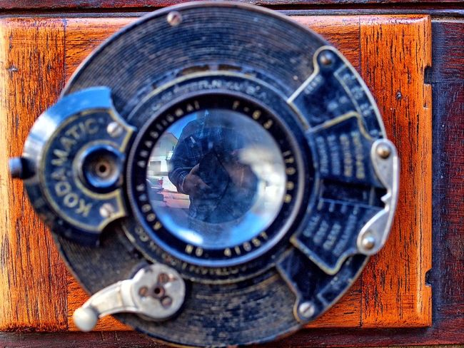 Lensculturestreets Old-fashioned Lens - Optical Instrument Focus On Foreground Retro Styled Antiques Antique Shop Antique Camera Photography Themes Lendscapephotography Macro Photography Camera - Photographic Equipment Full Frame CameraMan