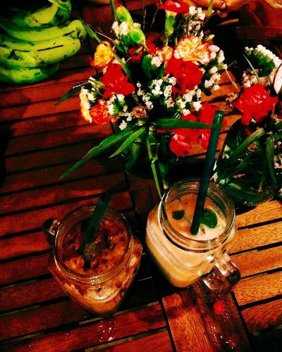 Night Coffee Coffee Night Flower Bunch Of Flowers Table Coffee Time Outdoors Nearbeach Windy Rose - Flower Vase Flower Arrangement