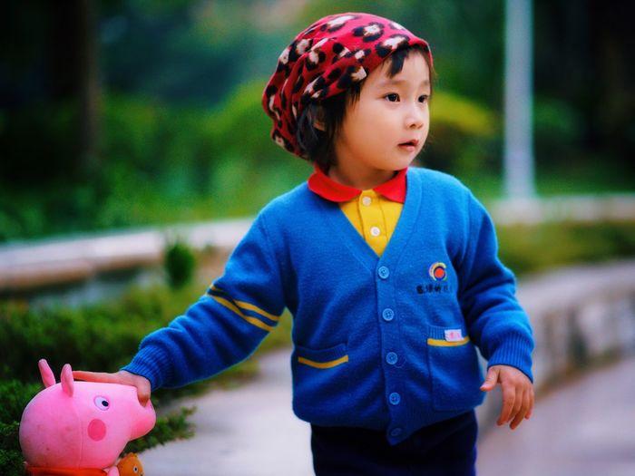 童年 Childhood Boys One Person Focus On Foreground Cute Outdoors Casual Clothing Child