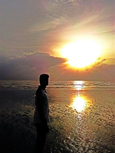 Relaxing Sunshine Sea Incredibleindia Darkness And Light Enjoying The Sun
