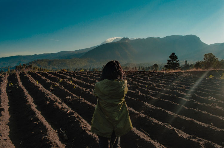 Hermoso México, hermoso puebla. 📷🇲🇽❤️ Agriculture One Person Crop  Landscape Adult People Rural Scene Field Nature Only Women Growth Adults Only Mountain One Woman Only Outdoors Day Tree Freshness Tea Crop Young Adult The Week On EyeEm Lost In The Landscape EyeEmNewHere Connected By Travel