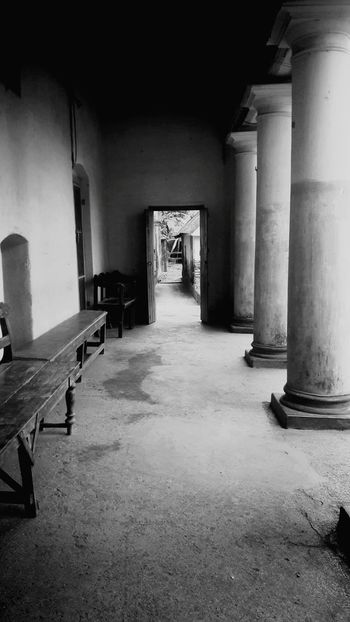 Indoors  Architecture Day Peace And Quiet Doorway Gateway Pillars Old House Old Door Empty Walking Alone... Beautiful Day Beauty Emptybench Longgoodbyes EyeEmNewHere
