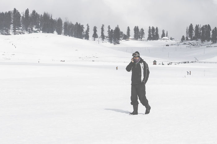 phone is important even in heaven too Heaven On Earth Kashmir Gulmarg Travel Destinations Travel Travelling Travelingdiaries Travel Diaries People Traveling J&K Canon Canonphotography Canon1100d Canon_photos Mobile Phones Technology Everywhere