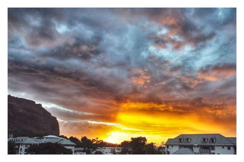 Hanging Out Enjoying Life Réunion Island ♡ Sunset #sun #clouds #skylovers #sky #nature #beautifulinnature #naturalbeauty #photography #landscape