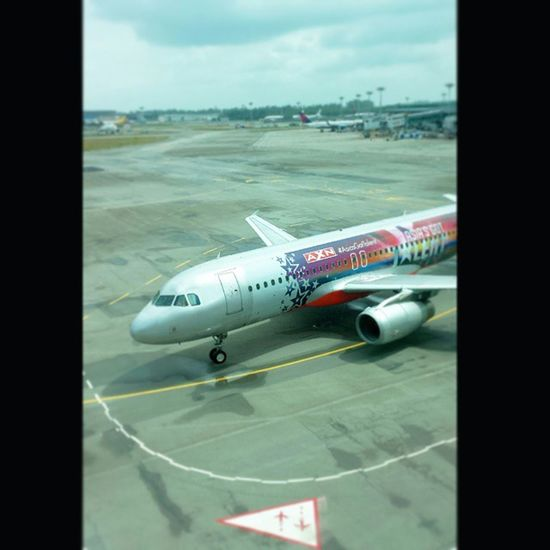 Have a safe flight everyone! Jetstar Airplane Plane Sg Singapore Changiairport Flight Goodbye Instasg Instapic IGDaily