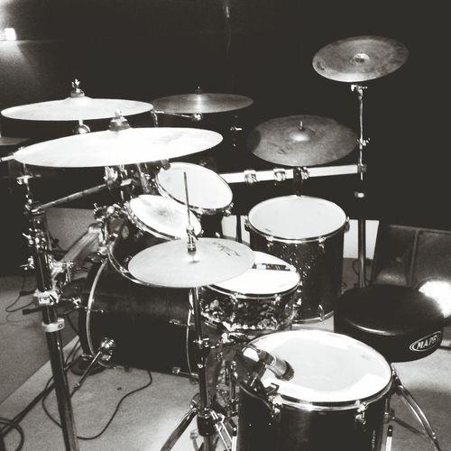 Wooooffff People Play Drums Drums