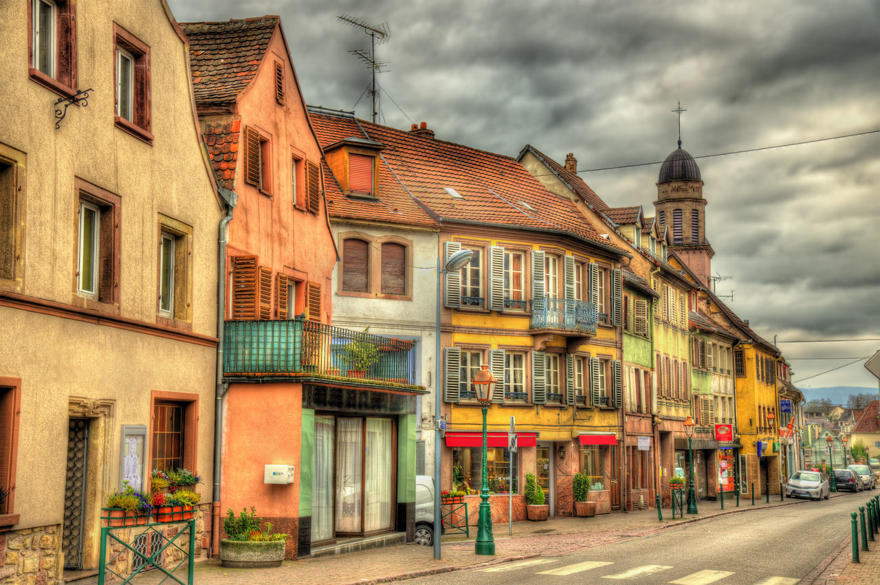 RESIDENTIAL BUILDINGS BY STREET IN TOWN