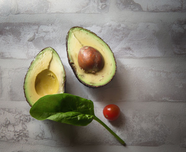 Avocado Close-up Cross Section Directly Above Food Food And Drink Freshness Fruit Green Color Healthy Eating Indoors  Leaf No People Plant Part SLICE Still Life Table Tomato Vegetable Wellbeing