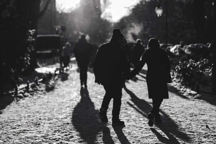 A Walk In The Park Snow Time Hats And Gloves Towards The Light Streetphotography Streetphoto_bw Blackandwhite SVART & VIT in Berlin Tiergarten
