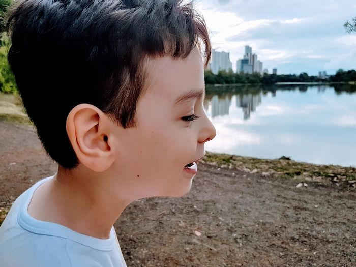Igapó Londrina Smile Smiling Smiling Face Kid Kids Kids Being Kids Kidsphotography Child EyeEm Selects Water Headshot Lake Sky Close-up Lakeshore Lakeside Calm EyeEmNewHere