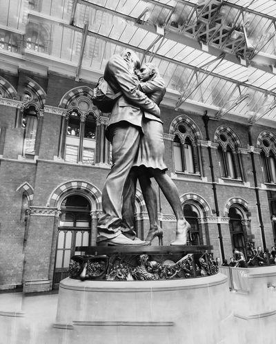 Romantic art Sculpture No People Statue Built Structure Travel Photography Train Station Platform London Lifestyle LONDON❤