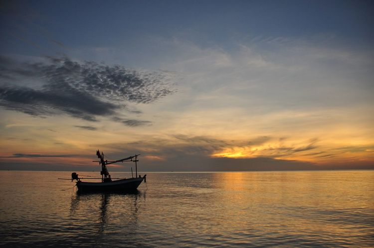 Silhouette Silouette & Sky Blue Sky Boat Boat In The Sea Sea Sea And Sky Silhouette Photography Light And Shadow Evening Sky Sunset Boat In Sunset Evening View Evening Light Evening Sun Evening Photography ใน Thailand