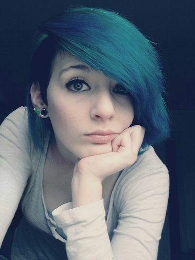 Blue Hair Blaue Haare Happyday Girl Germany Gute Laune Sidecut Langeweile