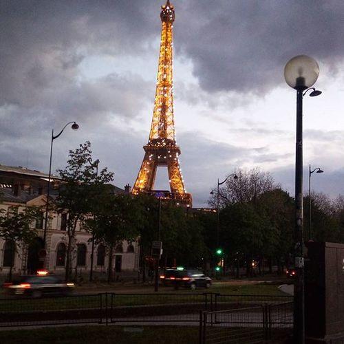 念願のchampagne flash@9pm Champagneflash 線香花火 Eiffeltower 9pm 寒いのに Thankyou Bar全然開いてない お酒飲むのも一苦労w おやすみなさい Bonnenuit Paris
