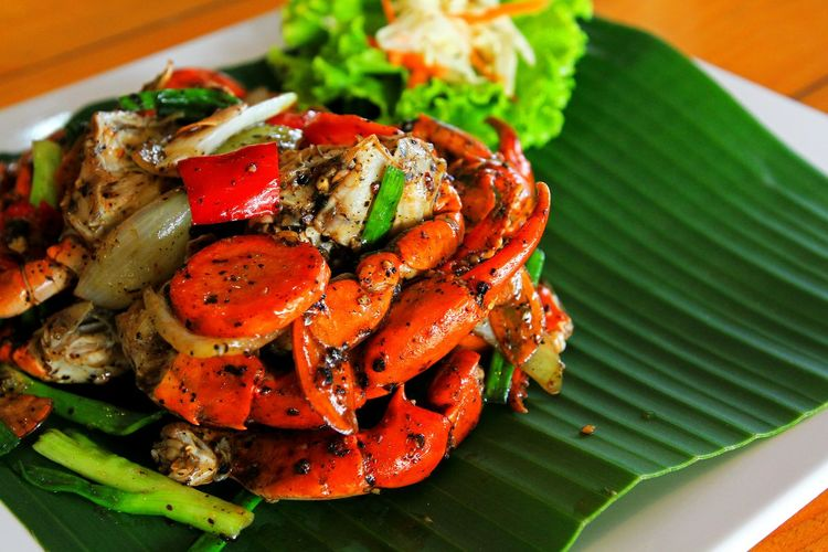 Fried red Crab with black pepperFood And Drink Food Freshness Healthy Eating Plate Seafood Ready-to-eat Vegetable Serving Size Close-up Still Life Green Color Asian Food Meal Crap Copy Space Banana Leaf Vegetables Black Pepper Crab Legs Thai Foods Dilicious Spicy Food