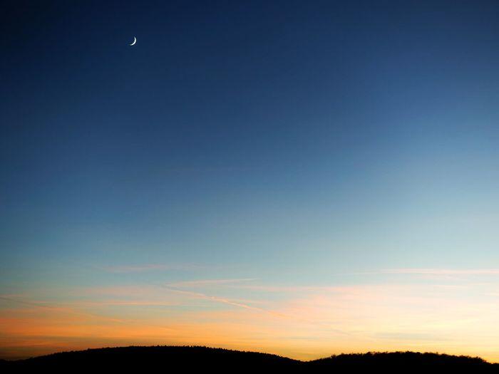 Newmoon good night Evening Sky Evening Light Clear Sky Moon Neumond Mondsichel Sichelmond Sony Rx100 Iii Sonyphotography