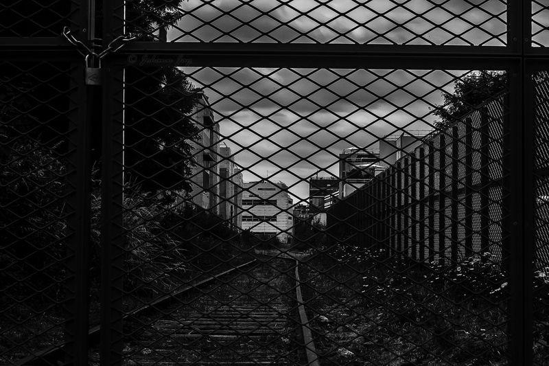 """V-o-IE PRIVÉE "" Noir Et Blanc Black And White Urban Geometry Paris, France  Monochrome Urbanisation Perspective Grillage Rails Chemin De Fer The Tourist HUAWEI Photo Award: After Dark EyeEmNewHere #urbanana: The Urban Playground"