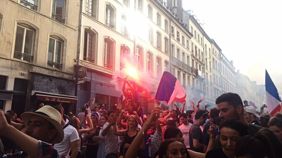 🇫🇷Champion du monde🇫🇷 Taking Photos France World Cup 2018 Cup Football Crowd Group Of People Large Group Of People Architecture Real People Men Building Exterior City Celebration Music Lifestyles