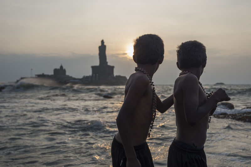 Kids watching the sunrise at Kanyakumari EyeEmFiveSenses Kanyakumari Sunrise Southerntip Beach Water Sea Kids Morning Showcase: February Telling Stories Differently Feel The Journey Two Is Better Than One Welcome To Black Live For The Story