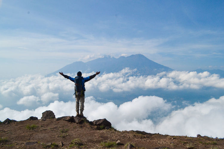 Human Arm Sky Cloud - Sky Mountain Leisure Activity Limb Arms Outstretched One Person Scenics - Nature Standing Arms Raised Beauty In Nature Lifestyles Nature Mountain Range Tranquil Scene Tranquility Vacations Trip Real People Freedom Outdoors Human Limb