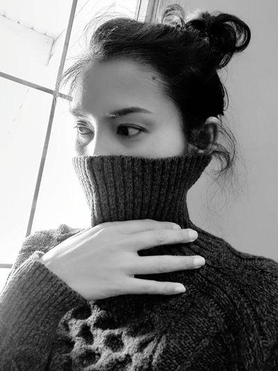 Young Women Portrait Human Hand Beautiful Woman Women Headshot Human Face Winter Beauty