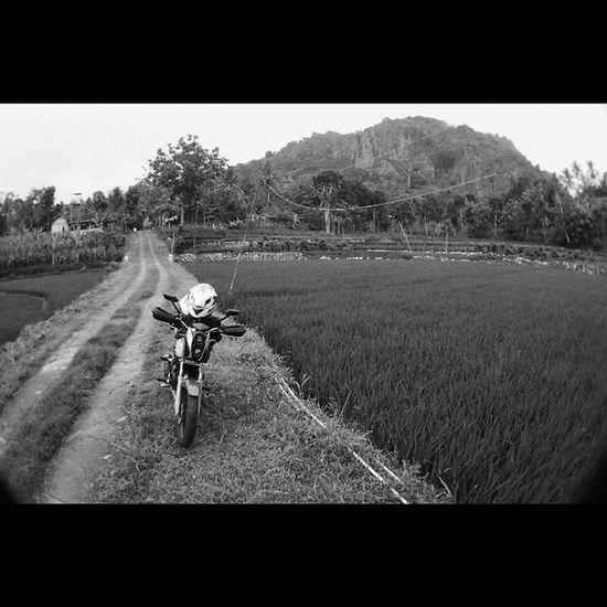 WAIT Oyikk Bw Motorbike Gunungapipurba jogjakarta indonesia nature