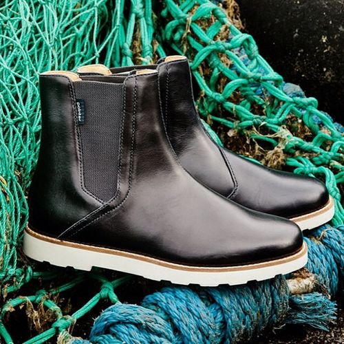 Something NEW for the ladies: a traditional and classic Chelsea boot named LINN... Coming up for Autumn/Winter 2013 #chelseaboot #linn #autumnwinter #aw2013 #2013 #casualshoes #winterboot #boots #navy Boots 2013 Linn Navy Aw2013 Casualshoes Autumnwinter Winterboot Chelseaboot